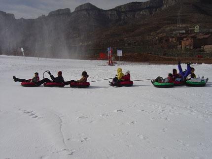卧虎山滑雪场儿童滑雪