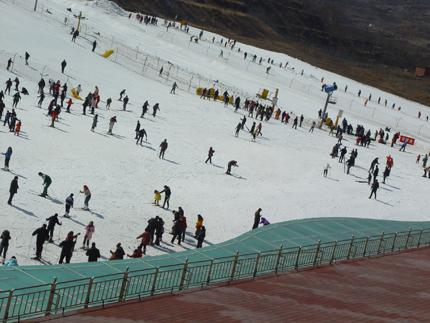 卧虎山滑雪场场景