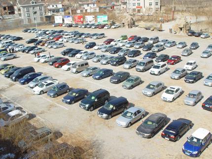 济南卧虎山滑雪场停车场