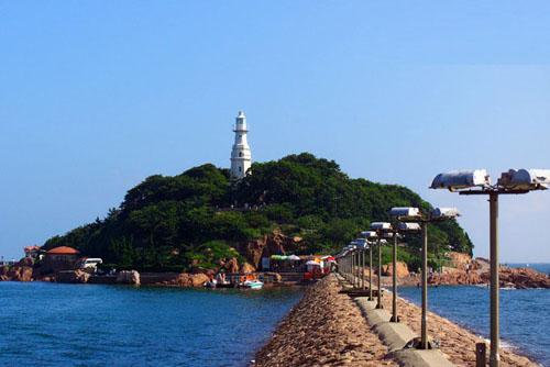 途经浅海青岛湾,信号山,栈桥,海上皇宫,小青岛,海军博物馆,情人坝等浅