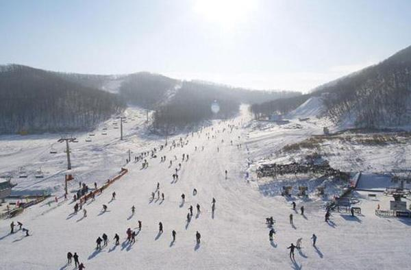 承德元宝山滑雪场图片展示