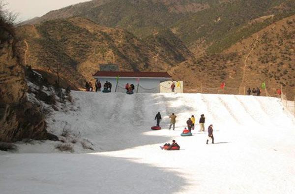太白山滑雪实景照片