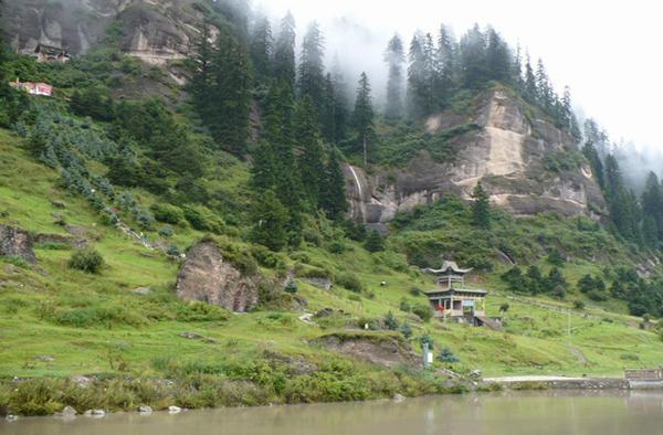 松鸣岩国家森林公园实景照片