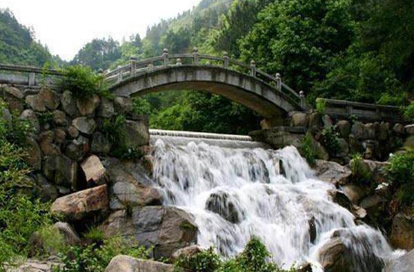 武山水帘洞实景照片