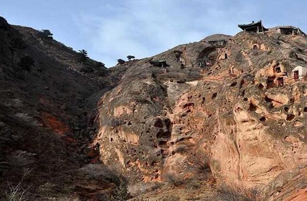 须弥山石窟实景照片