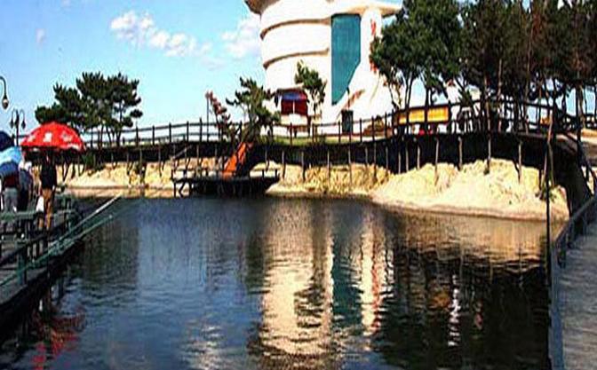 北戴河碧螺塔酒吧公园美景