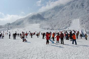 淄博临淄齐陵蓝溪国际滑雪场场景
