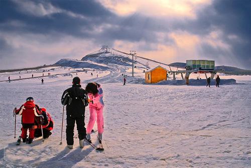 即墨金山滑雪场中级雪道