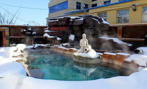 安波云河温泉室外泡池