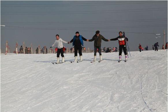 晋中凤麒庄园滑雪场