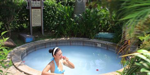 绿中海温泉的奶泉