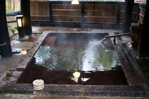 绿中海温泉之硫磺泉