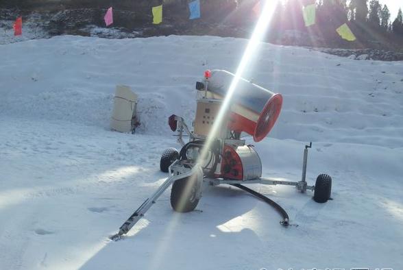 金沙湾滑雪场的造雪机