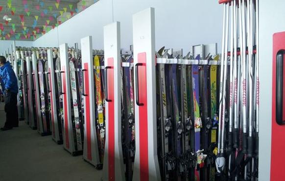 金沙湾滑雪场的滑雪板