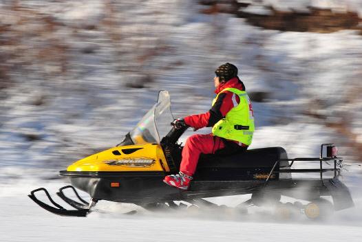 金沙湾滑雪场娱乐项目之雪地摩托