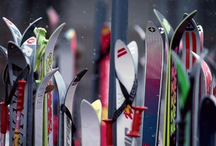 SALOMON知名品牌的滑雪板