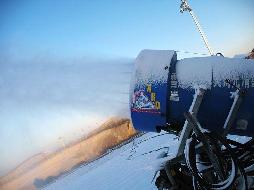 地下画廊滑雪场高效率的造雪机