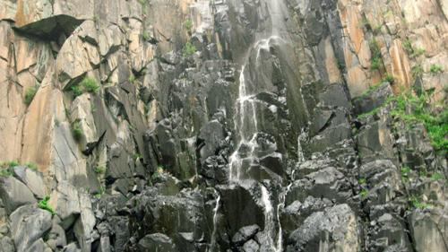 九道缸瀑布图片