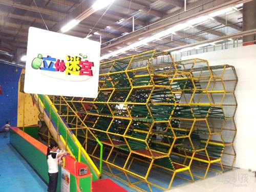 哈皮小孩运动探索乐园的立体迷宫