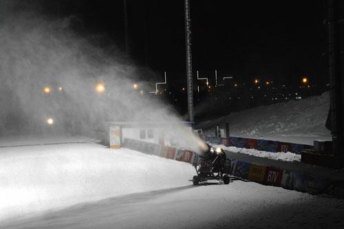 梓潼山滑雪场的造雪机