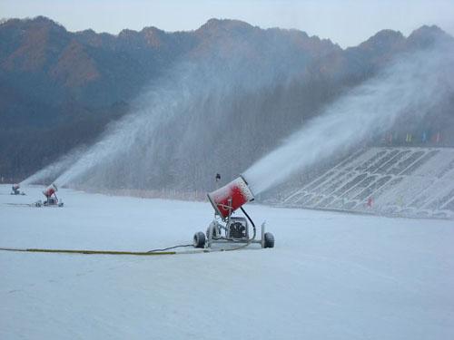 梓潼山滑雪场高效的造雪机