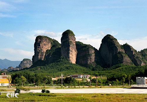 丹霞地貌壮观的山峰