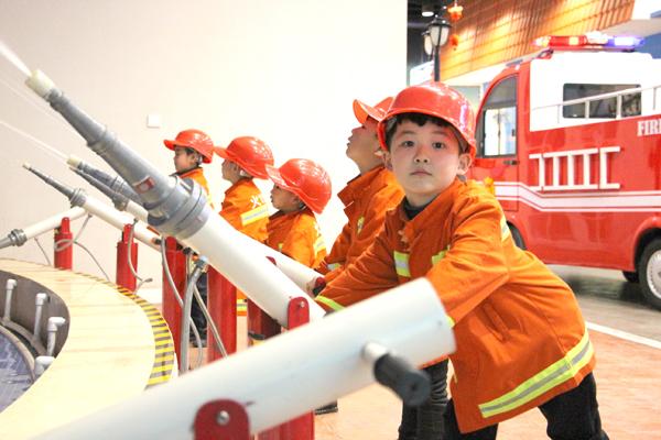 成长湾儿童独立世界的消防员们