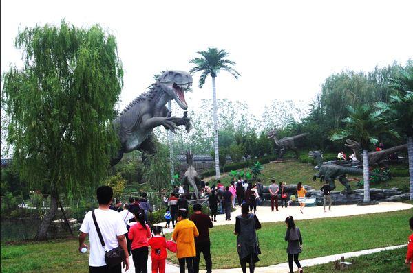龙园休闲度假农庄里的恐龙